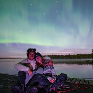 how to focus on people with northern lights in the background